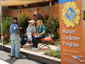 MGs-Vonnie-Matthews-&-Susan--Calvert-manning-the-2016-County-Fair-demo-garden